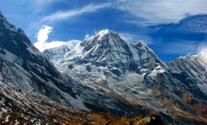 <p> <strong>Himalaya, Nepal: </strong>với việc sở hữu những đỉnh núi cao nhất thế giới,Himalayas thách thức các nhà thám hiểm trong nhiều thập kỷ. Tuy nhiên, những con đường leo núi ở đây cũng mang đến cho du khách những cảnh tượng đẹp như tranh vẽ.</p>