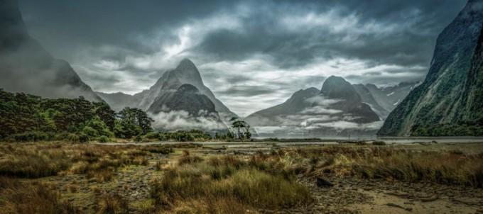 <p> <strong>Fjordland, New Zealand:</strong>đây được coi là một trong những con đường đi bộ đẹp nhất hành tinh bởi khung cảnh huyền ảo như trong bộ phim<em> Chúa tể của những chiếc nhẫn.</em></p>