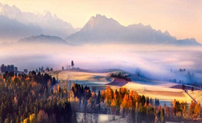 """<p> <strong>Alps, châu Âu</strong><span style=""""color:rgb(0,0,0);"""">: bạn cũng không nên bỏ qua con đường mòn đi bộ dài khoảng 100 dặm (160 km) từ Mont Blanc - đỉnh núi cao nhất trên dãy Alpsqua Thụy Sĩ, Italy và Pháp.</span></p>"""
