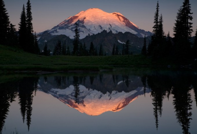"""<p> <strong>Mount Rainier, Mỹ</strong>: đ<span style=""""color:rgb(0,0,0);"""">ể chiêm ngưỡng khung cảnh ngoạn mục tử đỉnh núi Mount Rainier cao 4.392 m, bạn sẽ phải leo với sự hỗ trợ của các thiết bị chuyên dụng. Tuy nhiên, tại đây cũng có nhiều đường mòn cho người mới bắt đầu.</span></p>"""