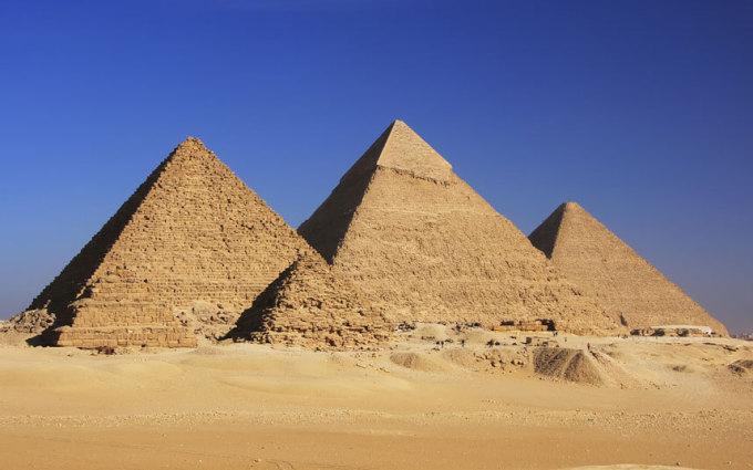 """<p class=""""Normal""""> <strong>Ai Cập</strong></p> <p class=""""Normal""""> Ai Cập là đất nước có sức hút mãnh liệt với những nét huyền bí của lịch sử 5.000 năm. Trung bình một du khách khi đến đây sẽ tiêu 659 USD cho chuyến đi. Bạn sẽ được chiêm ngưỡng kỳ quan Kim Tự Tháp, lăng mộ Pharaoh hay thư viện Alexandria…</p>"""
