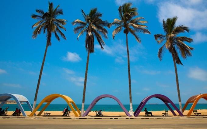 """<p class=""""Normal""""> <strong>Angola</strong></p> <p class=""""Normal""""> 1.898 USD là khoản tiền xứng đáng cho trải nghiệm du lịch tại Angola. Thiên nhiên ở đất nước này còn rất nguyên sơ, bao gồm những con sông, thác và bãi biển tuyệt đẹp. Một vài công viên quốc gia mà du khách nên đến thăm là Cameia, Cangandala, hoặc Iona. Năm 2013, Angola đón 650.000 lượt khách quốc tế.</p>"""