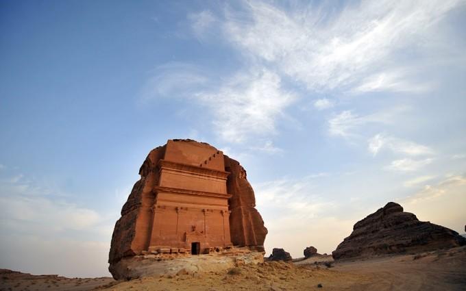 """<p class=""""Normal""""> <strong>Ả Rập Saudi</strong></p> <p class=""""Normal""""> Một chuyến du lịch đến đất nước của những lâu đài trên cát tốn khoảng 571 USD. Theo <em>Lonely Planet, </em>đây là một trong những điểm đến tuyệt vời nhất Trung Đông.</p>"""