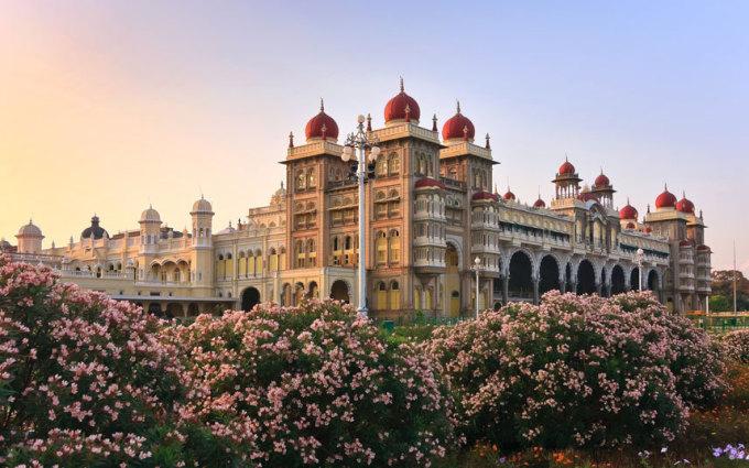 """<p class=""""Normal""""> <strong>Ấn Độ</strong></p> <p class=""""Normal""""> Ấn Độ có nhiều điểm đến đa dạng về sắc tộc, tôn giáo và phong tục. 2.640 USD là chi phí trung bình của mỗi khách khi du lịch đến đất nước này.</p>"""