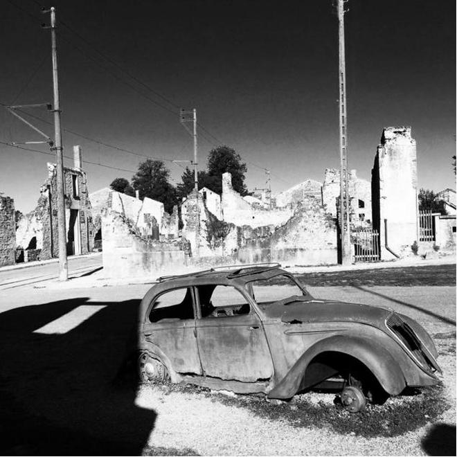 <p> <strong>Oradour-sur-Glane, Pháp</strong><br /><br /> Ngôi làng đã bị phá hủy bởi Đức Quốc xã vào năm 1944 và hàng trăm người đã bị thảm sát tại đây. Một phần thành phố vẫn còn tồn tại đến ngày nay mặc dù những tòa nhà mới hơn cũng được xây dựng gần đó.</p>