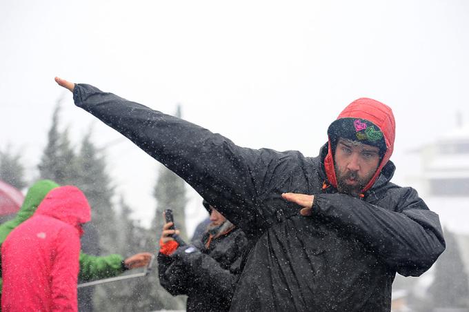 <p> . Không chỉ người Việt mà du khách nước ngoài cũng thích chụp ảnh với tuyết. Theo cơ quan khí tượng thủy văn dự báo, tuyết vẫn có thể tiếp tục rơi trong 1-2 ngày tới.</p>
