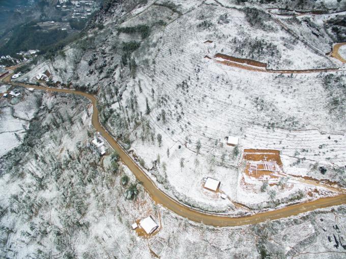 <p> Ngoài Sa Pa, các địa điểm khác của Lào Cai như huyện Bát Xát, Bắc Hà, Si Ma Cai cũng rét đậm, rét hại và có băng tuyết.</p>