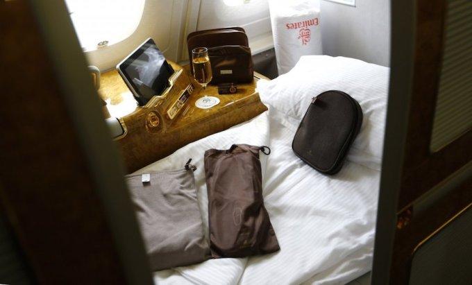 """<p class=""""Normal""""> Hạng thương gia của Emirates đứng thứ 3 với phòng ngủ riêng và nhà tắm cá nhân. Với một chuyến bay kéo dài 18 tiếng từ Dubai tới New York, hành khách sẽ phải bỏ ra 9.000 USD/chiều. Ảnh: <em>Reuters.</em></p>"""