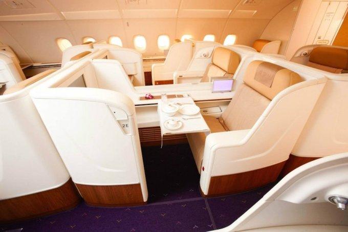 """<p class=""""Normal""""> Hạng thương gia của Thai Airways xếp thứ 5 với ghế ngồi rộng 50 cm. Giá một chiều từ New York tới Bangkok vào khoảng 6.000 USD. Ảnh: <em>Thai Airways.</em></p>"""
