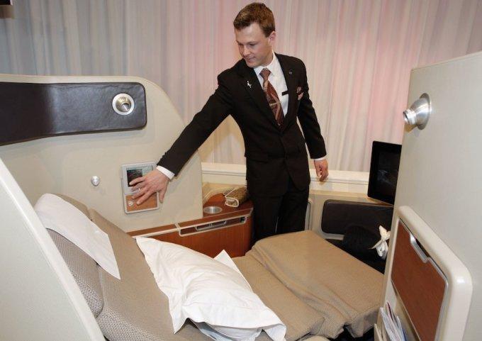 """<p class=""""Normal""""> Các chuyến bay hạng thượng gia của Qantas có thể lên tới 15.000 USD, cung cấp sự riêng tư tuyệt đối với nhiều tiện ích như ghế ngả ra sau, đồ ngủ và kem mắt trong suốt chuyến đi. Ảnh: <em>Qantas.</em></p>"""