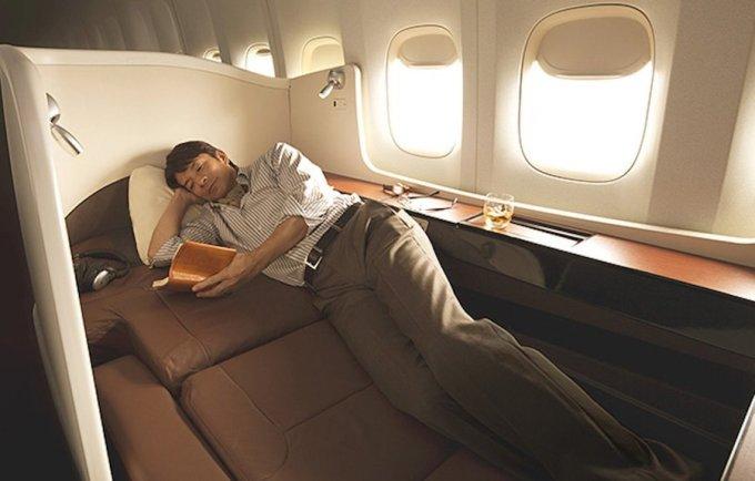 """<p class=""""Normal""""> Japan Airlines xếp thứ 9 với khoang tách biệt. Hành khách có thể đóng cửa để đảm bảo sự yên tĩnh. Ảnh: <em>Japan Airlines.</em></p>"""
