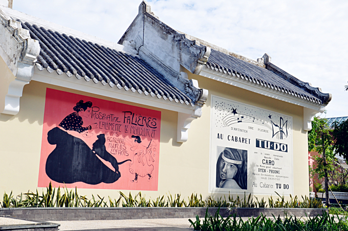 <p> Khắp các ngõ ngách của khu nghỉ của những bức tranh tường sống động. Mỗi bức tranh lại ẩn chứa một câu chuyện về Đông Dương thế kỷ 20.</p>