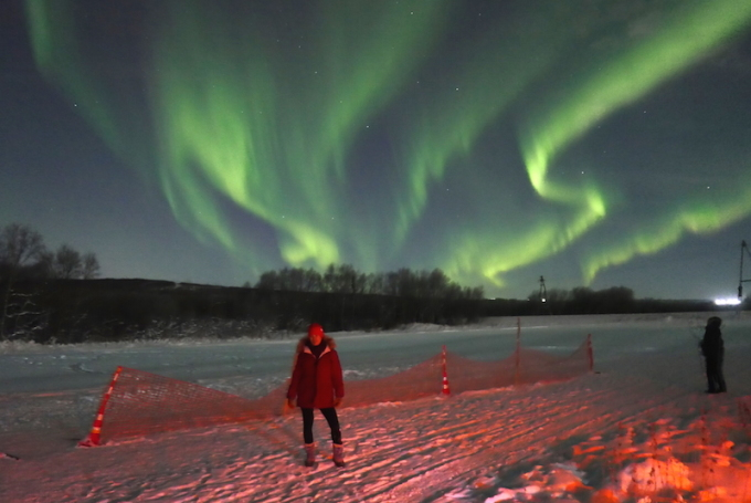 <p> Dù đến Bắc Cực vào những đêm vùng cực (Polar Night) - kéo dài khoảng 40 ngày mỗi năm, thứ ánh sáng ban ngày lờ nhờ không khiến Crystal Huyền Trang thấy khó chịu, bởi có quá nhiều thứ để trải nghiệm ở đây.</p>