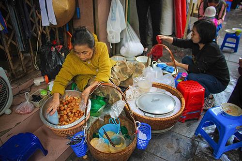 3 hàng cháo sườn vỉa hè đắt khách ở Hà Nội