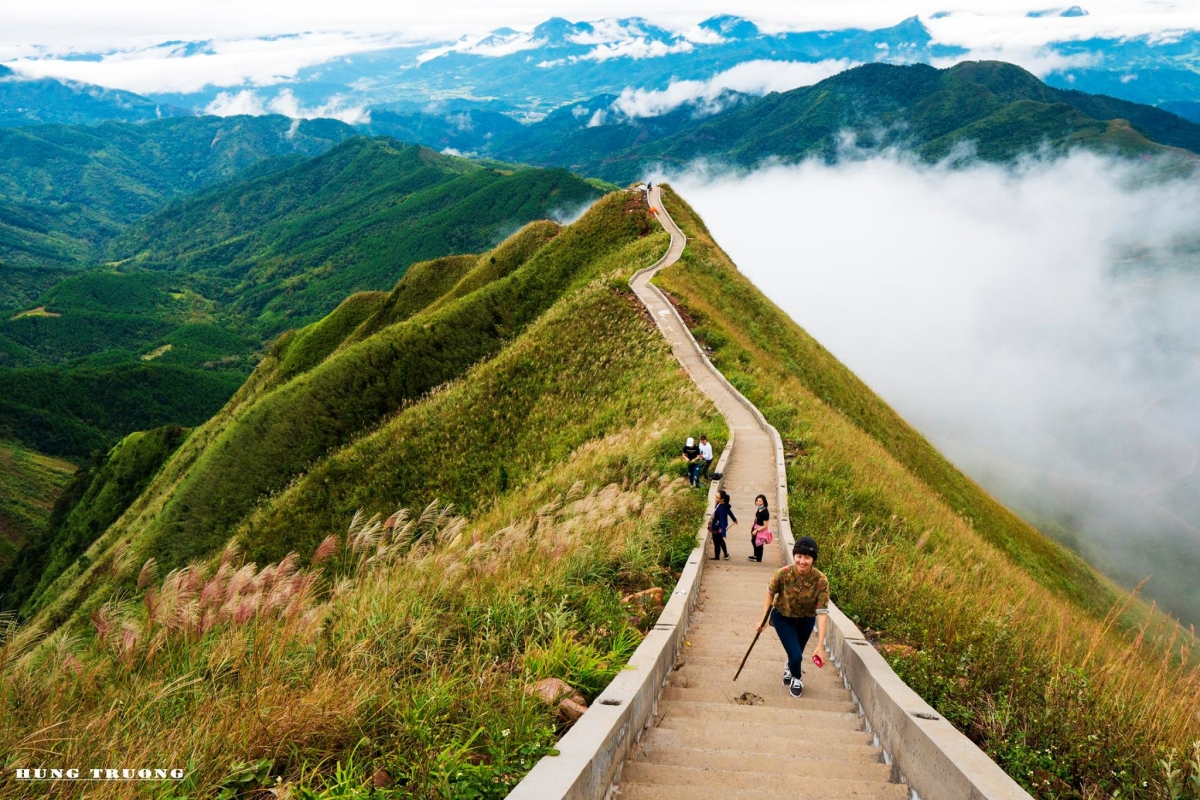 'Great Wall of Great Wall' Vietnamese version of nearly 2,000 steps in Binh Lieu