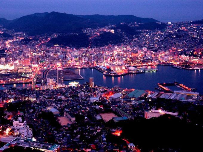 <p> <strong>Núi Inasa</strong><br /> Đỉnh Inasa nằm ở thành phố Nagasaki, tỉnh Nagasaki. Tuy chỉ cao 333 m nhưng nhờ vị trí thuận lợi, hướng nhìn xuống cảng Nagasaki, Inasa là một trong ba nơi ngắm cảnh đêm đẹp nhất Nhật Bản, chỉ sau núi Hakodate và núi Rokko. Ảnh: <em>Pinterest</em>.</p>