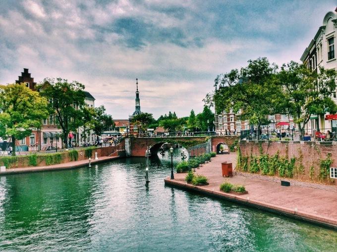 <p> <strong>Công viên Huis ten bosch</strong><br /> Đây là một công viên chủ đề được xây dựng theo phong cách phương Tây, Huis ten bosch mang đến trải nghiệm và không gian mới lạ cho du khách đến Nagasaki. Đến công viên du khách sẽ choáng ngợp vì những kênh đào, cối xay gió, đền đài nguy nga xây theo lối kiến trúc mô phỏng một thị trấn Hà Lan cổ kính. Ảnh: <em>we25</em>.</p>