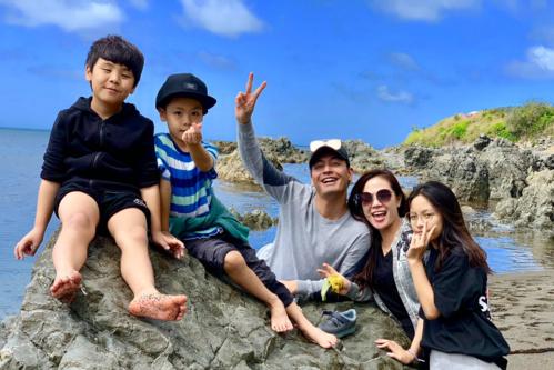 Những chuyến đi cùng gia đình giúp MC Phan Anh có thêm năng lượng cho công việc. Ảnh: NVCC.