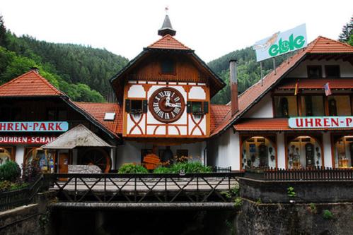 Chiếc đồng hồ cúc cu lớn nhất thế giới nằm tại thị trấn Tribergở Rừng Đen. Ảnh: Design In Time.