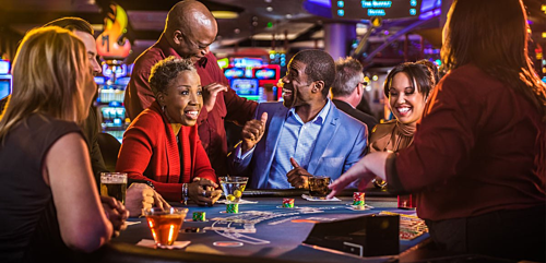 Ccasino also serves a variety of free alcoholic beverages, even free hotel rooms with big winners, thereby making players more violent. Photo: Pinterest.