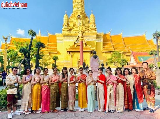 Đoàn khách du lịch Thái Lan.