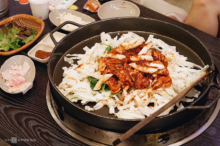 Gàlà một món ăn phổ biến của Hàn Quốc cũng xuất hiện liên tục trên các biển nhà hàng. Ảnh: Tâm Linh.