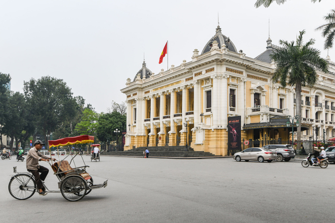 Nhà hát lớnHà Nội là một trong những điểm thu hút du khách nước ngoài. Ảnh: Kiều Dương.