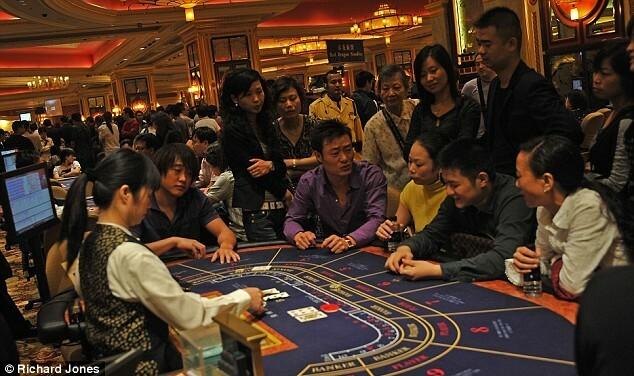 Hội Tam Hoàng vẫn thống trị những phòng casino VIP tại Macau. Ảnh:Richard Jones.