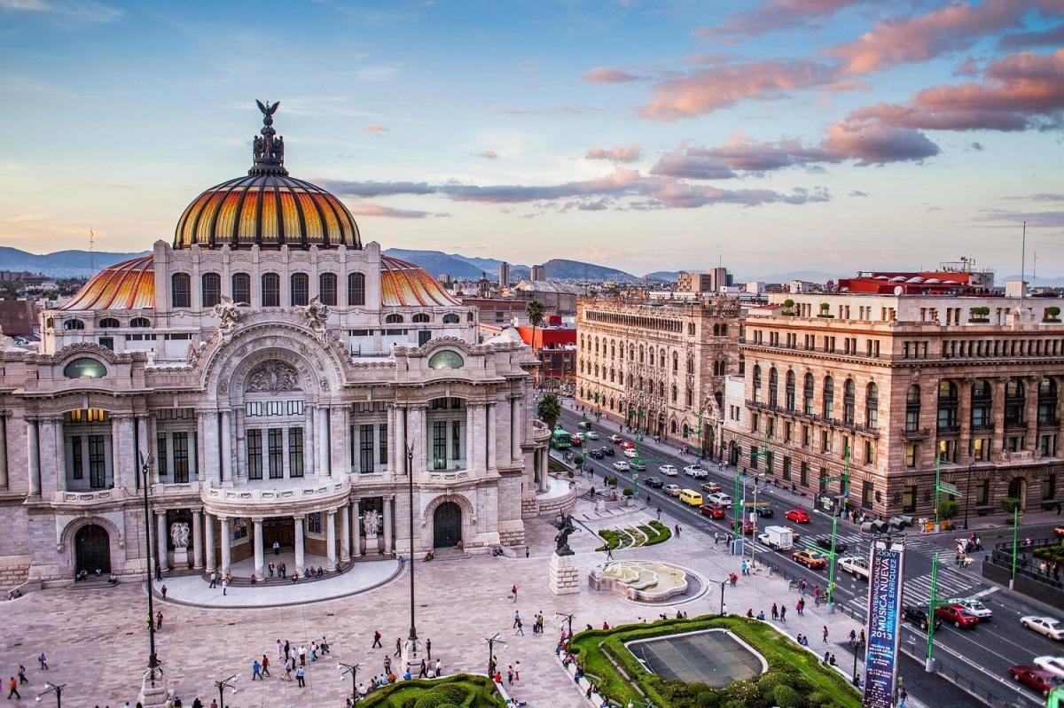 mexico-city-travel-1588833442.jpg?w=1200&h=0&q=100&dpr=1&fit=crop&s=XvYFOKrVXi0EHx8xFreNRg