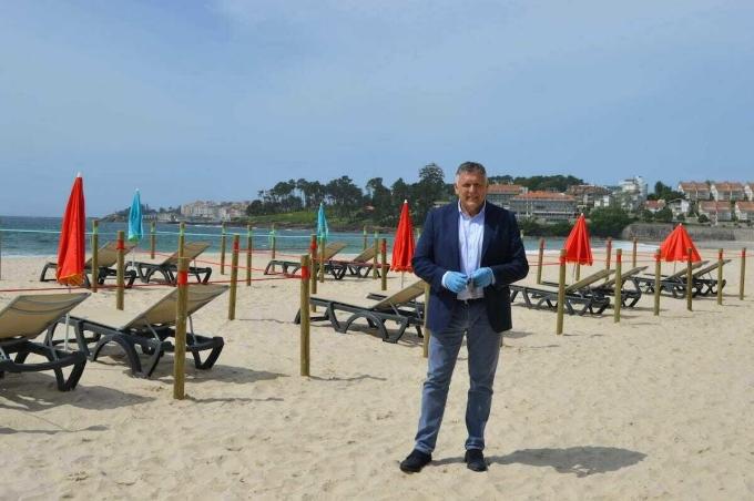 Bãi biển Silgar đã chuẩn bị sẵn các phương án đón khách đến tắm trong mùa hè này bằng cách khu vực cách ly. Ảnh: Sanxenxo.