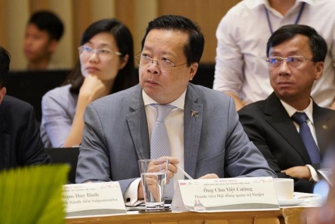 Ông Chu Việt Cường (vest xám) - Thành viên HĐQT Vietjet - tại diễn đàn Ấn tượng Việt Nam sáng 28/5.