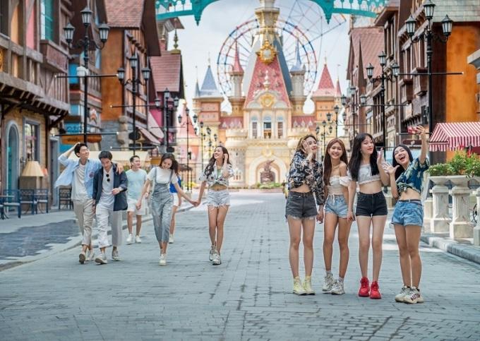 Du khách thăm quan VinWonders Phú Quốc.