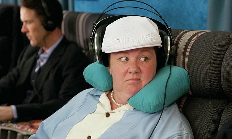 Tại sao không được đeo tai nghe khi máy bay cất cánh?