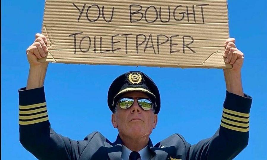 Phi công mong khách mua vé như gom giấy vệ sinh