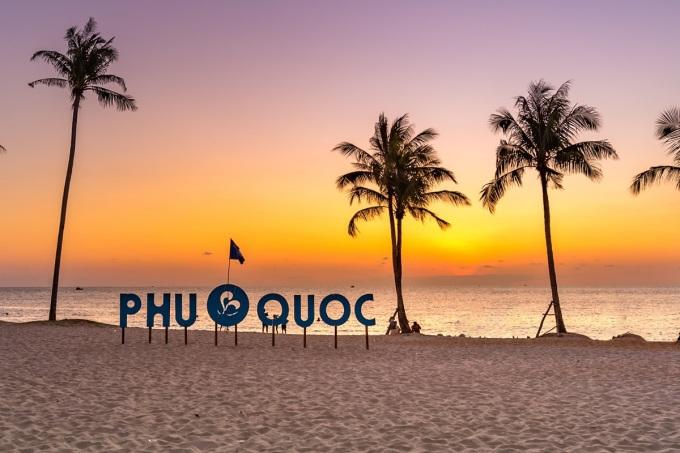 Ngắm hoàng hôn được xem là một đặc sản tại Phú Quốc. Ảnh: Shutterstock.