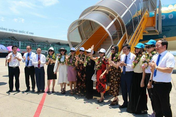 Việc mở rộng các đường bay nội địa không chỉ kết nối giao thương mà sẽ góp phần rất lớn trong việc kích cầu du lịch nội địa. Ảnh: VNA.
