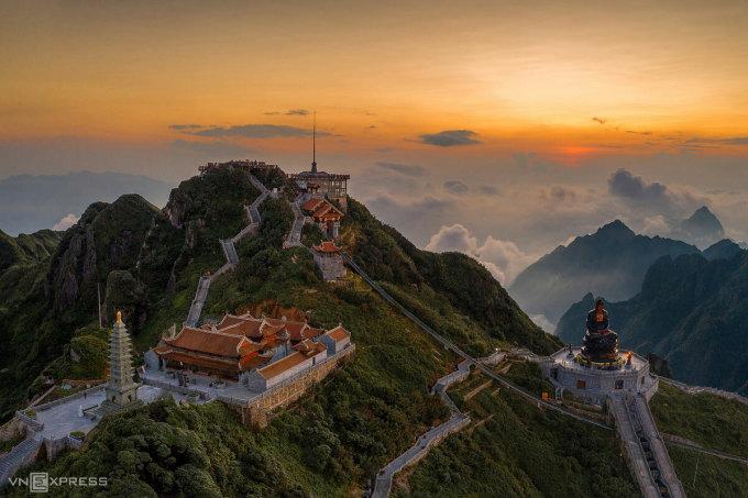 Toàn cảnh Fansipan Legend nhìn từ trên cao. Ảnh: Huỳnh Phương.