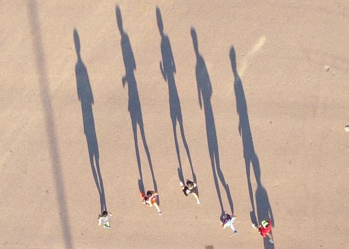 Trên bãi cát,