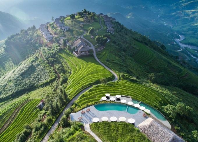 Bể bơi được xây dựng ở lưng chừng đồi, với tầm nhìn ra dãy Hoàng Liên hùng vĩ. Giá phòng ở đây từ 6 triệu đồng một đêm. Ảnh: Topas Ecolodge.