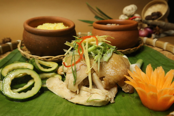 Nhiều khách sạn tại TP HCM đang tung ra chương giảm giảm giá lưu trú avf giới thiệu thêm nhiều món ăn để thu hút khách du lịch nội địa sử dụng dịch vụ. Ảnh: Tường Anh.