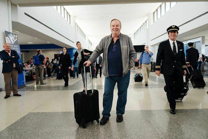Tom Stuker là một trong những khách bay nổi tiếng nhất thế giới, khi luôn ngồi khoang hạng nhất và tính đến tháng 1/2019, anh đã có hơn 20 triệu dặm bay. Ảnh: New York Post.