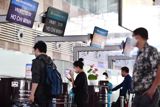 Các Hãng hàng không khuyến cáo hành khách chủ động đến sân bay trước giờ khởi hành dự kiến ít nhất 2 tiếng để hoàn thành thủ tục hàng không. Ảnh: Đức Anh.