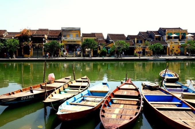 Sông Hoài, phố Hội là nơi ai tới Hội An cũng phải dừng chân chiêm ngưỡng. Ảnh: Khánh Trần.