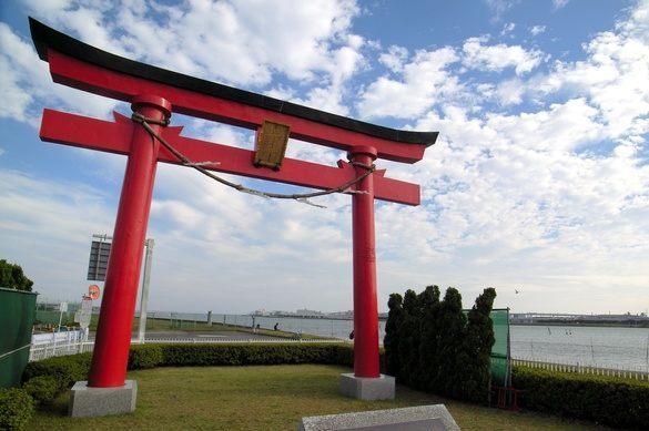 Cánh cổng Ōtorii (đại torii) của Haneda. Ảnh: Yoppy/Creative Commons.