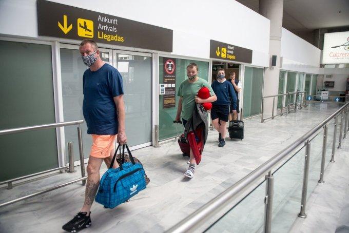 Du khách đến Lanzarote, thuộc quần đảo Canary. Ảnh: AFP.