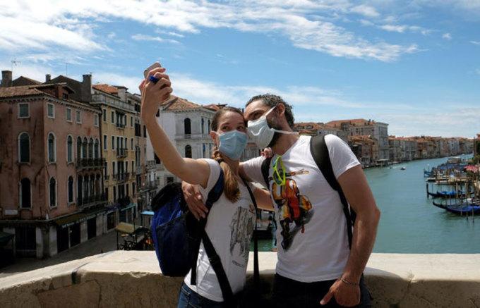 Lệnh cấm du khách Mỹ trong đại dịch cũng khiến du lịch Italy gặp khó khăn, theo CNN. Năm 2019, gần 6 triệu khách Mỹ đã tới thăm đất nước hình chiếc ủng. Ảnh: Manuel Silvestri/Reuters.