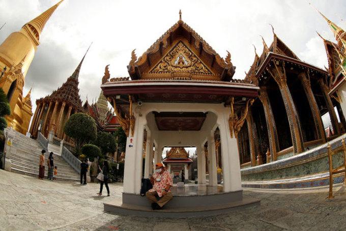 Dù mở cửa, nơi này vẫn đón ít khách do Thái Lan chưa mở biên cho khách quốc tế. Trong ảnh là các du khách địa phương đến tham quan vào ngày 6/7. Ảnh: Jorge Silva/Reuters