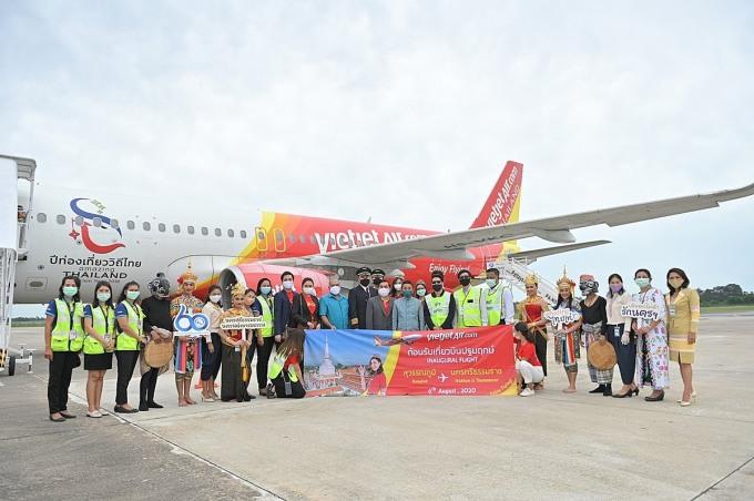 Chuyến bay khai trương từ Băng Cốc (sân bay Suvarnabhumi) đến Nakhon Si Thammarat, trung tâm hành chính phía Nam và một trong những thành phố lâu đời nhất Thái Lan
