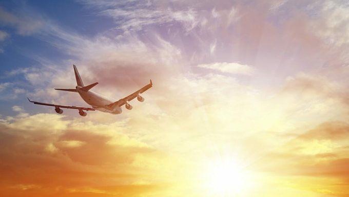 Máy bay vẫn được coi là phương tiện giao thông công cộng an toàn nhất. Ảnh: iStock.