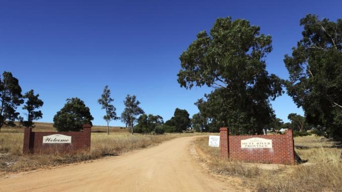 Vi quốc gia lâu đời nhất Australia biến mất vì Covid-19 - 2